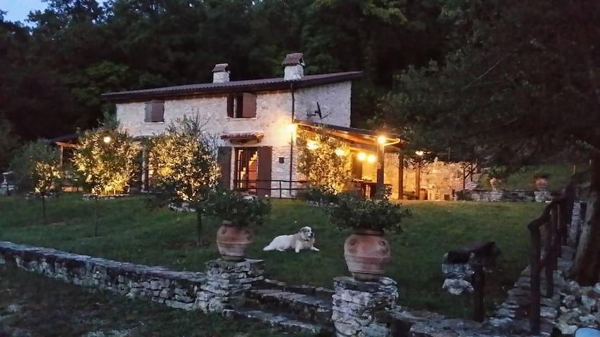 Charming stone farmhouse near Rome. - POGGIO MOIANO - Hus