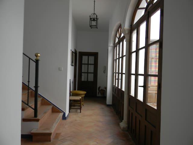 Casa singular en centro de Carmona - Carmona - Huis