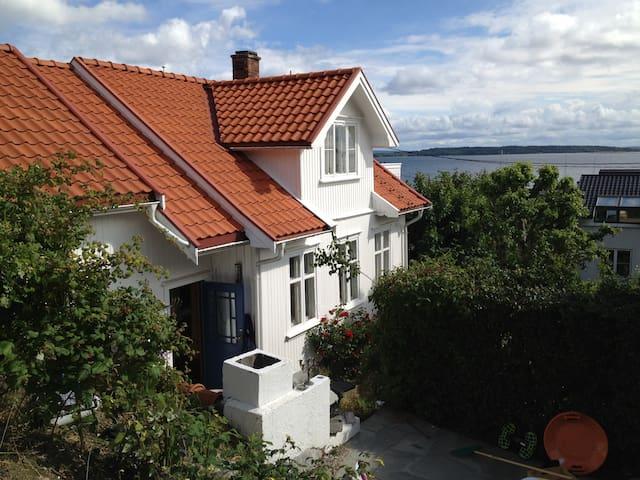 Old house by the sea Åsgårdstrand - Horten - Casa