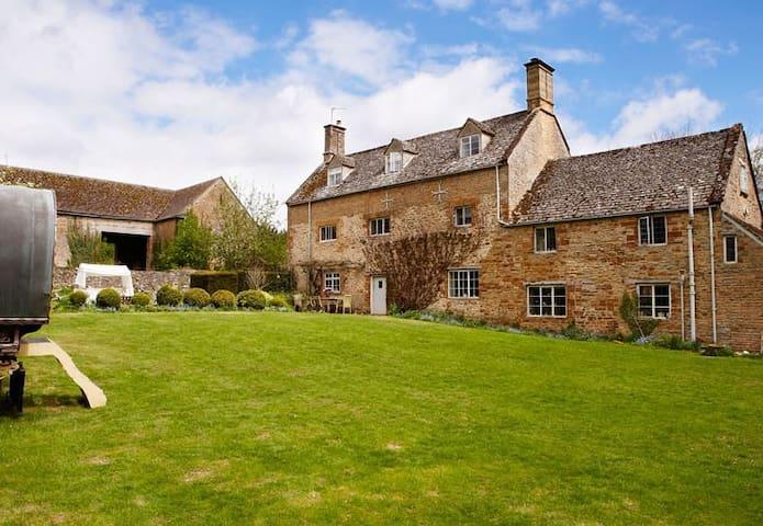 Picturesque Cotswold farmhouse - Sandford Saint Martin - Huis