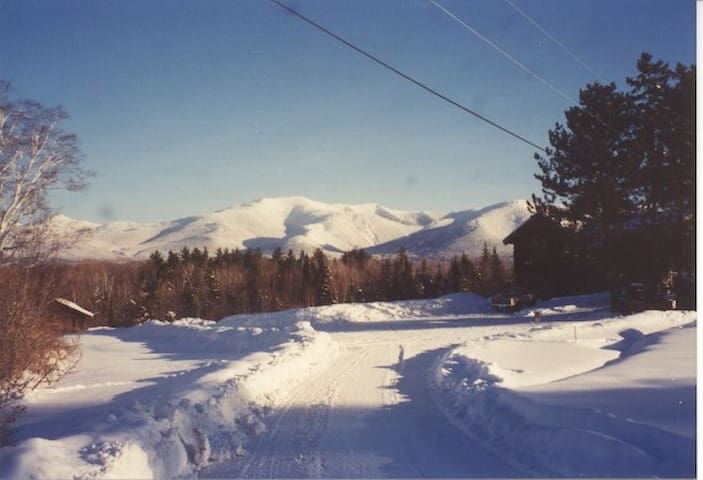 SUGAR HILL COZY CHALETw/ MTN VIEW;ckWINTER SPECIAL - Sugar Hill - Hytte (i sveitsisk stil)