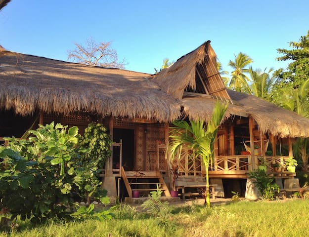 The Sleepy Lagoon Beach House - Wodong Beach, via Maumere - Hus