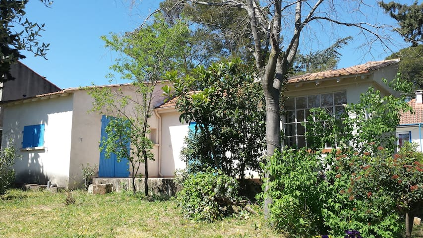Here are a haven of peace !!! - Nîmes - Huis