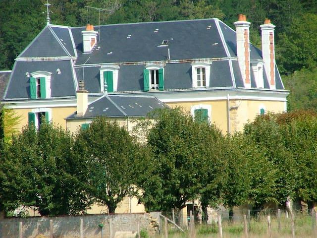 Grande maison à la campagne    - Givry - Hus