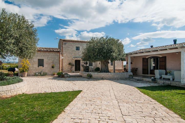 """Country House """"La Casazza"""" - ROSOLINI - Talo"""