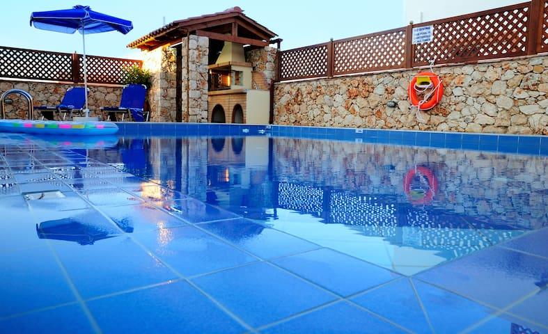 luxury villa στης καλυβες κοντα στη θαλασσα - Kalyves vio chorio