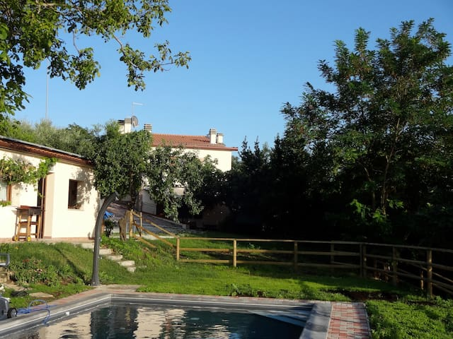 Romantic cottage over the pool... - Sogliano Al Rubicone - Hus