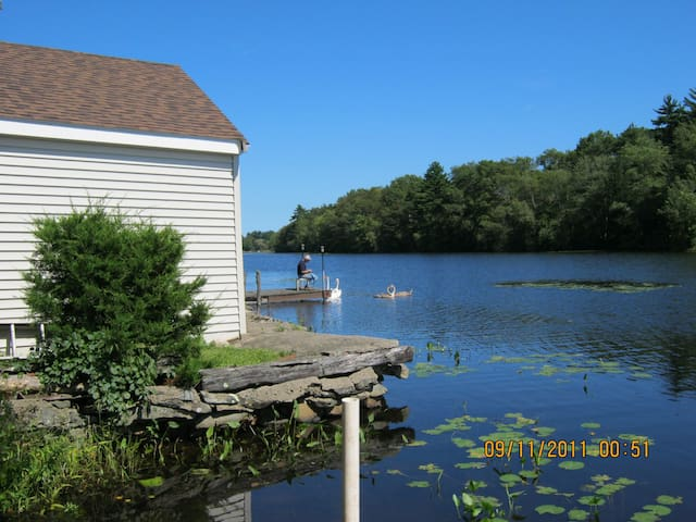 Private Waterfront Cottage.  WiFi. Rowboat - Norton - Stuga
