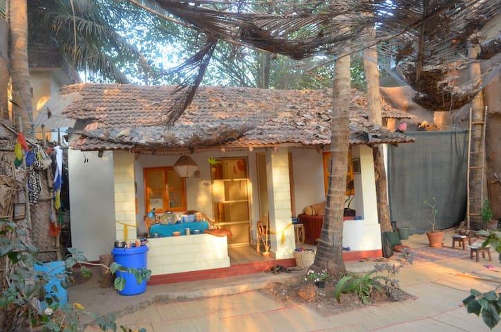 Garden Beach front House - Arambol - Casa