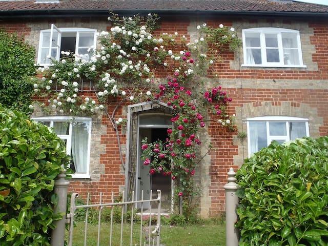 Charming Victorian Cottage - Wroxham - Huis