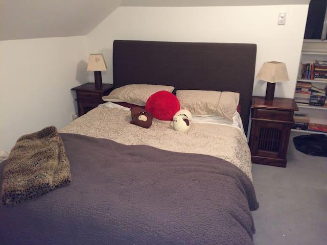 Quaint Attic Room on North Shore - Naremburn