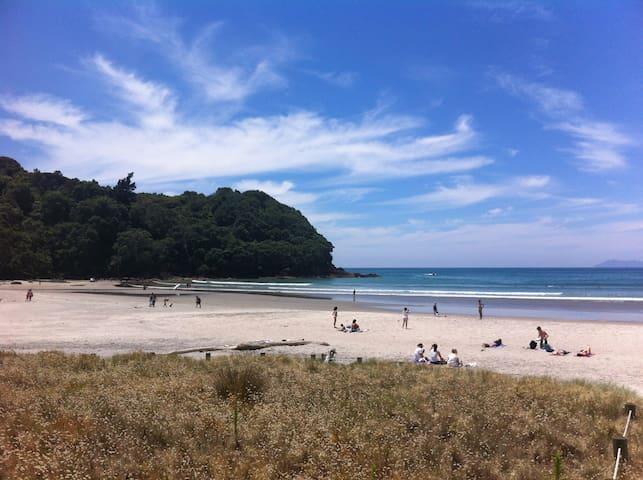 Waihi Beach Getaway - Studio & Deck - Waihi Beach - Hus