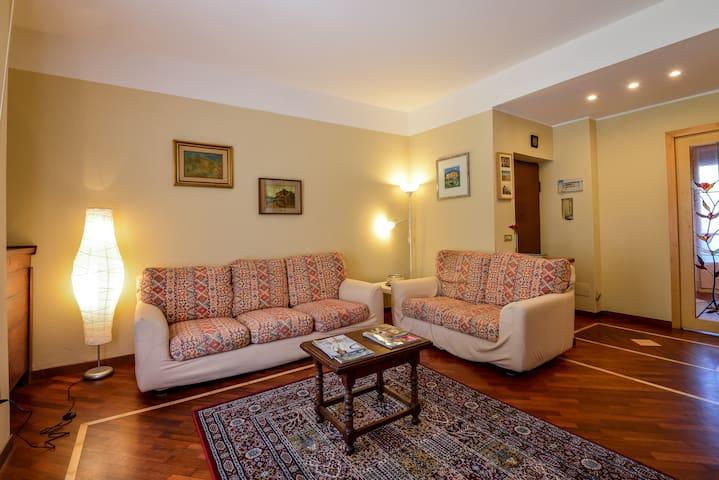 Very bright and spacious apartment - San Donato Milanese - Casa