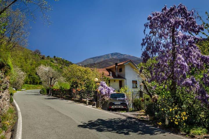 Near Chiavari: Casa Marvi - Mezzanego - Lägenhet