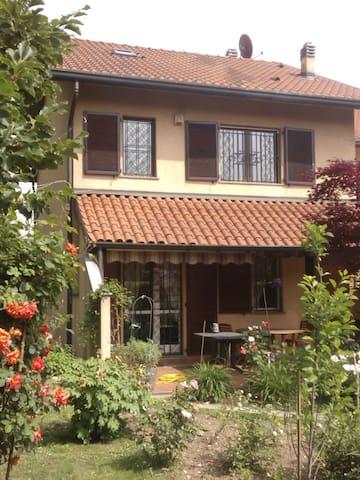 Villetta con giardino fuori Milano - Lainate - Huis