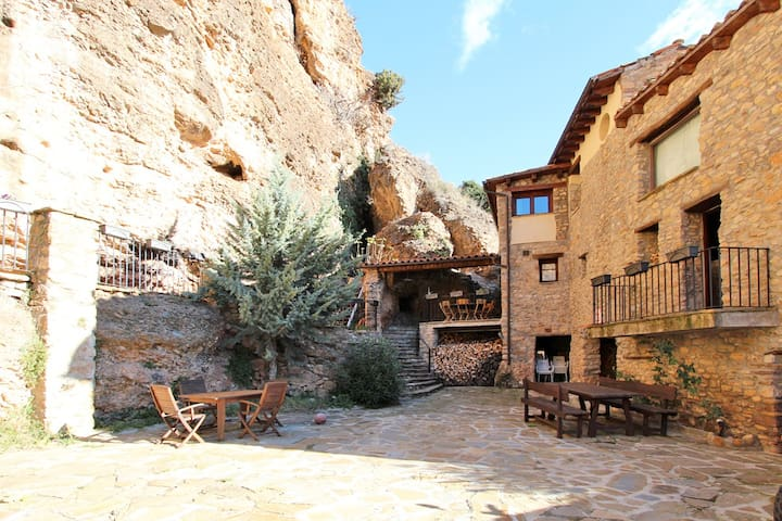 Beautiful home in medieval village, 15% discount - Rivert