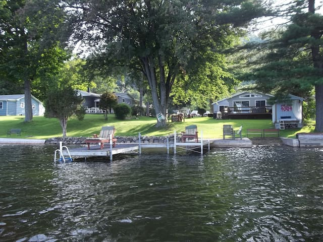 Song Lake Waterfront Cottage Tully - Tully - Cabane