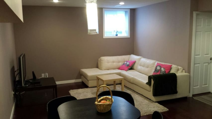 Immaculate 2 Bdroom in Port Moody - Port Moody - House