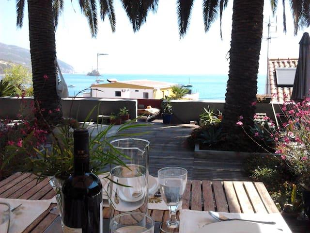 Luxury suite meters from the sea! - Portinho da Arrábida, - Bed & Breakfast