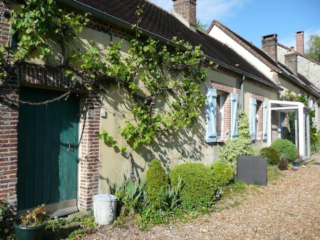 little house next forest - Tourouvre - Talo