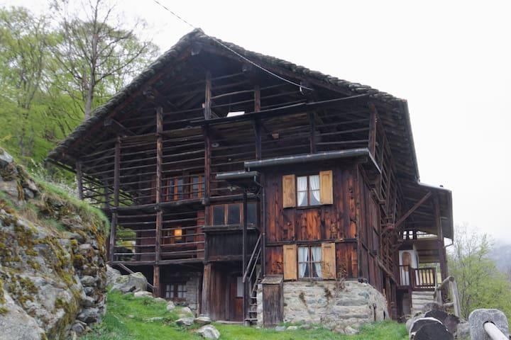 typical Walser house - Alagna Valsesia (Vercelli) - Blockhütte