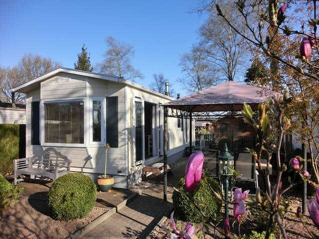 Small holiday cottage in Holland - Renswoude - Hytte (i sveitsisk stil)
