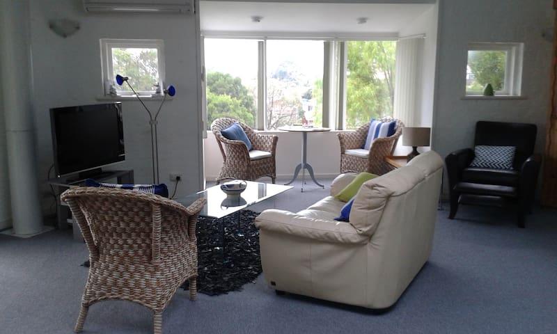 stylish and unique large apartment - Blackmans Bay - Huoneisto