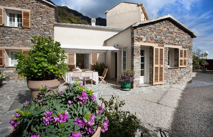 Superbe maison rénovée de village - Cervione - Hus