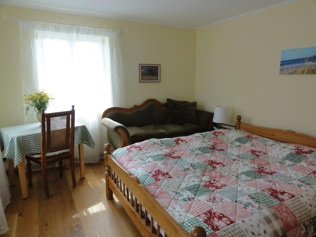 Privatzimmer in kleinem Landhaus - Memmingen - Hus