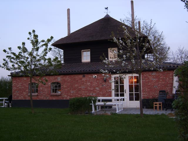 Lodge Rood with Swimming Pool! - Buurmalsen - Wohnung