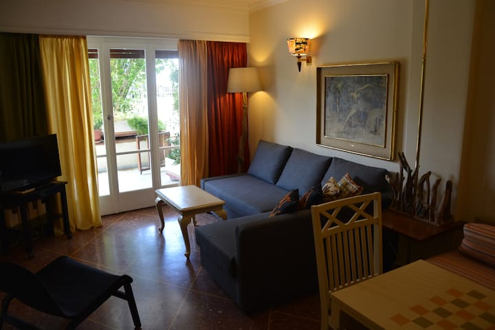 cozy aparment in front of the sea - Glifada