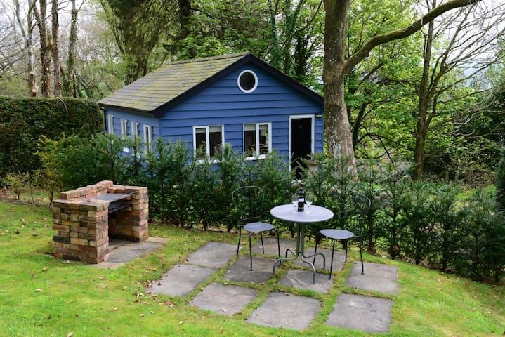 Charming Chalet in Private Garden - Caersws