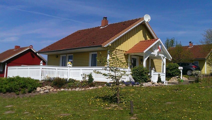 Schwedenhaus in Ostseenähe - Schönwalde am Bungsberg - Hus