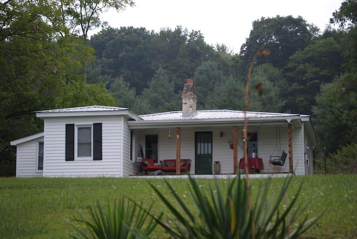 Granny's - true country living! - Elk Creek - Dom