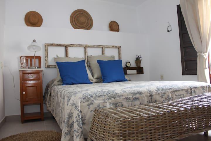 Sunny renovated house with terrace - Bédar - Casa
