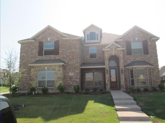 Great room- new house! Cedar Hill 2 - Cedar Hill