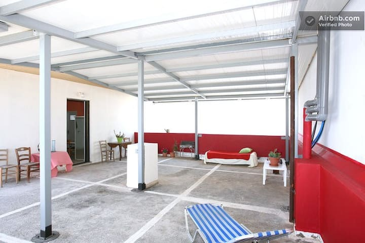 Top floor studio next to the beach - Rethimnon - Daire