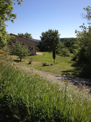 Belle maison avec jardin/For family - Taurize - Hus