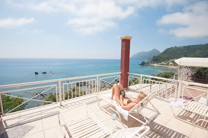 Great Views - Right By Beach - Pelekas - B&B/民宿/ペンション