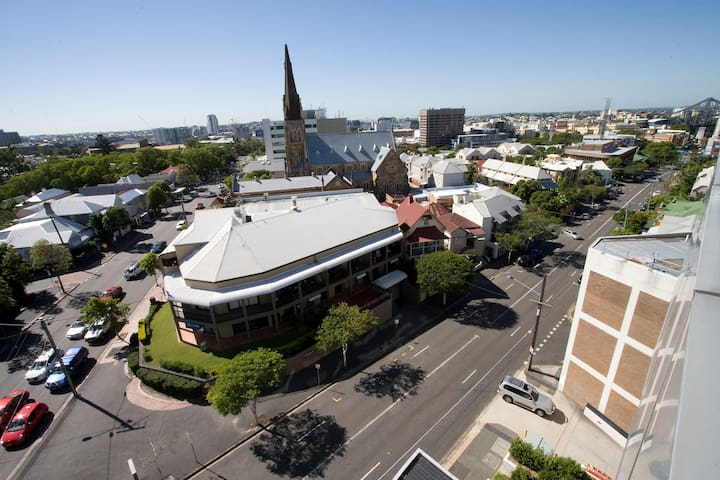 1 Bed moments from the CBD - Spring Hill