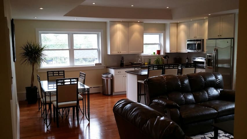 Modern, renovated 2BD with train access to Philly - Haverford - Apartment
