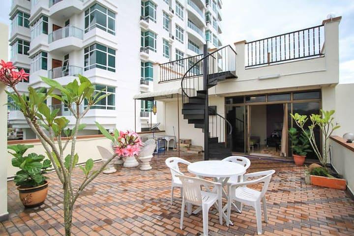 Rooftop Garden + Studio Apartment - George Town - Byt
