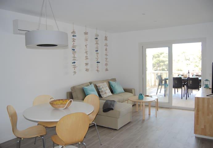Newly renovated seafront apartment! - Cala Pi - Apartamento