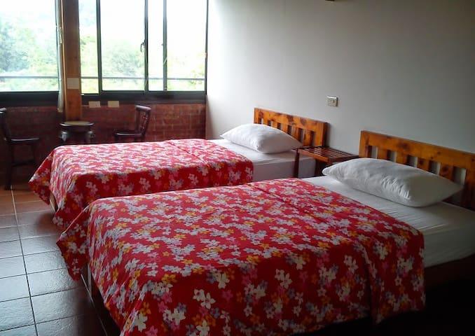 Twin Bed Room(shared bathroom) - Beipu Township - Casa