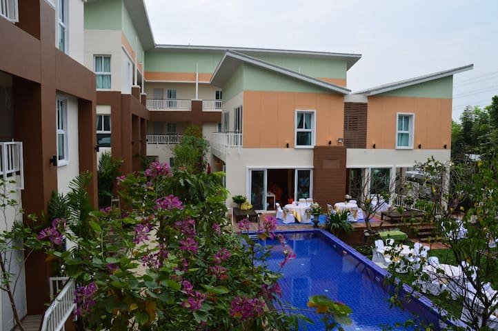 U-Tiny Boutique Home, Suvarnabhumi - Khet Saphansung - Bed & Breakfast