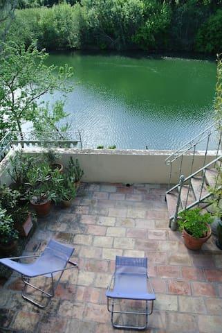Grand appartement de charme et belle terrasse - Montfrin - Daire