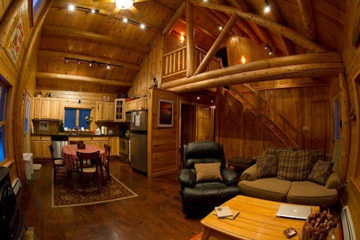 Adirondack Log Home Romantic Clean - Saranac