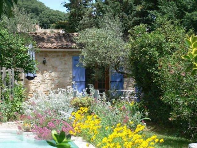 Le petit Mazet avec terrasse et piscine - La Capelle-et-Masmolène - Hus