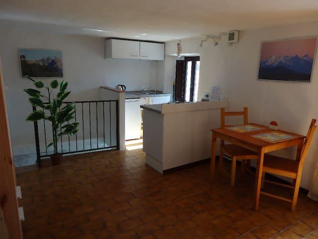 Traditional Village Apartment - Gassano - Lägenhet