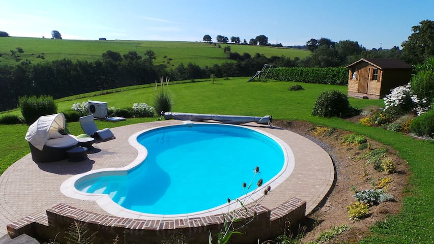 Perfect little flat with a pool! - Le Roux - Appartement